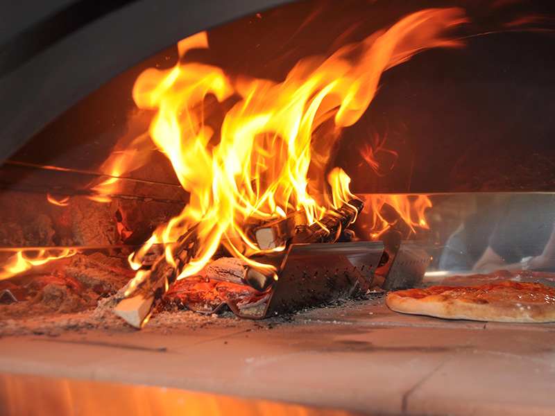 Ricetta pizza nel forno a legna vivalafocaccia le ricette semplici per il pane in casa - Forni per pizza a legna per casa ...