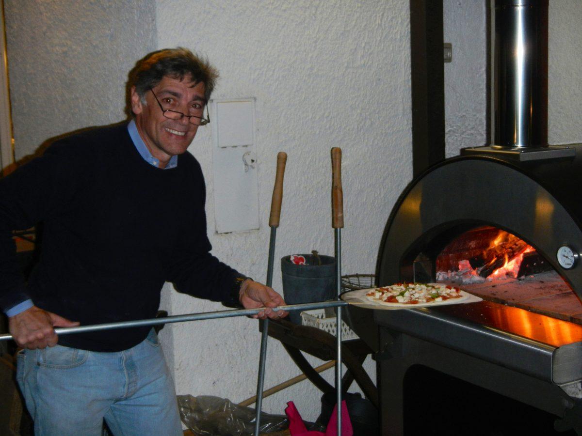 Mauro e la pizza fatta in casa con il forno alfapizza vivalafocaccia - Forno a legna per pizza casalingo ...