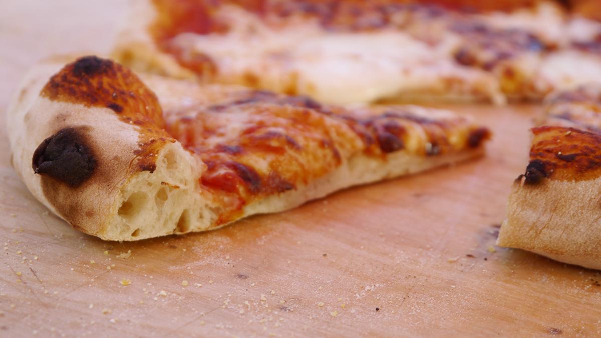 Pizza Napoletana nel Forno a Legna
